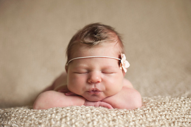 Newborn photography tips via click it up a notch