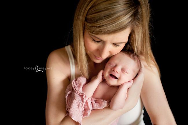newborn photography tips via click it up a notch