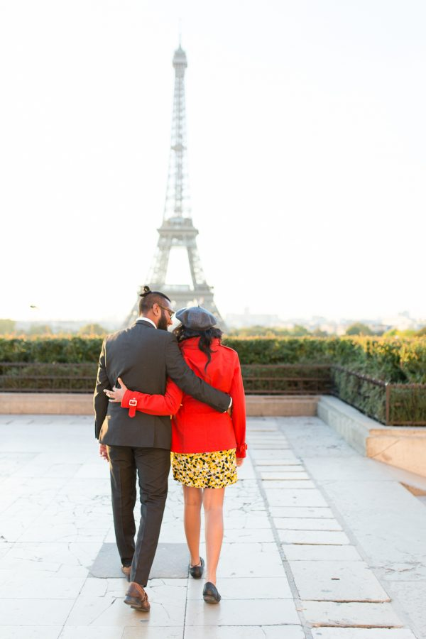 making-couples-comfortable-during-photo-session-paris-couples-photographer-katie-donnelly-11
