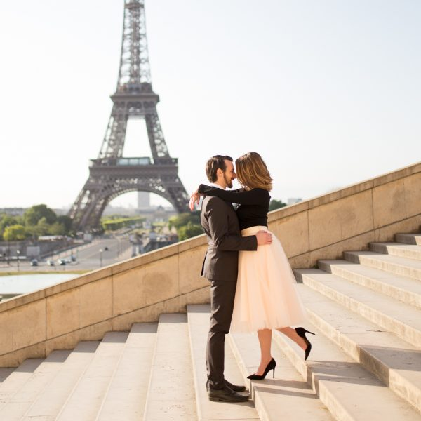 making-couples-comfortable-during-photo-session-paris-couples-photographer-katie-donnelly-5
